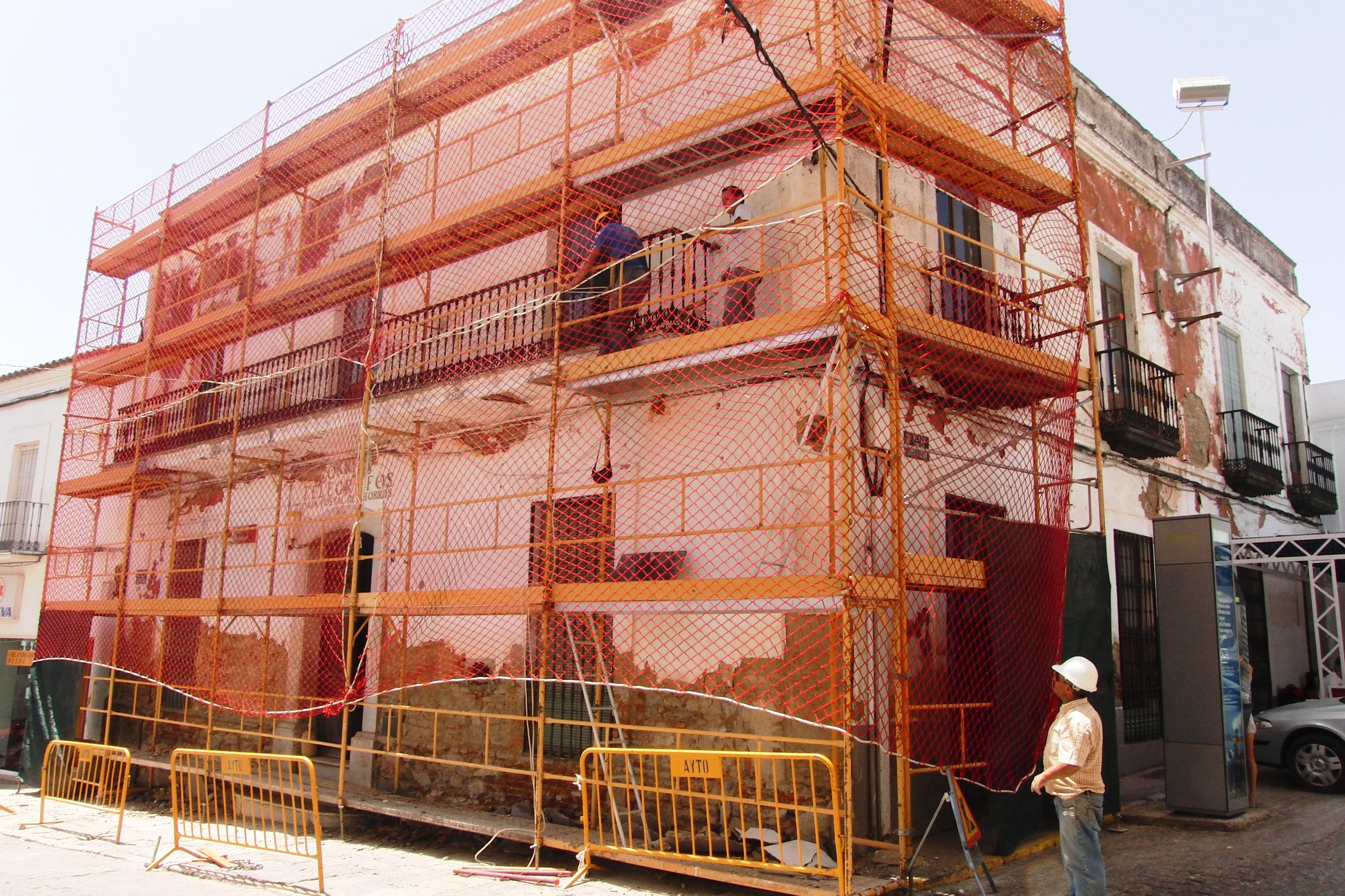 Se inicia el arreglo de la fachada de Correos
