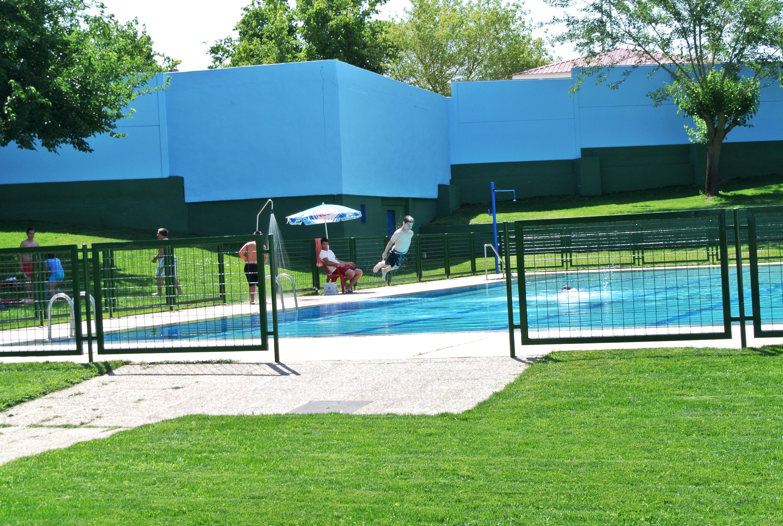 La piscina municipal se abre al p blico el viernes 26 de for Piscina municipal caceres
