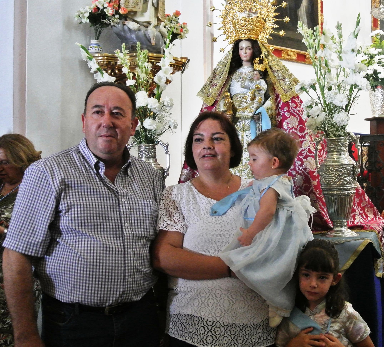 Presentación de los niños ante la Virgen